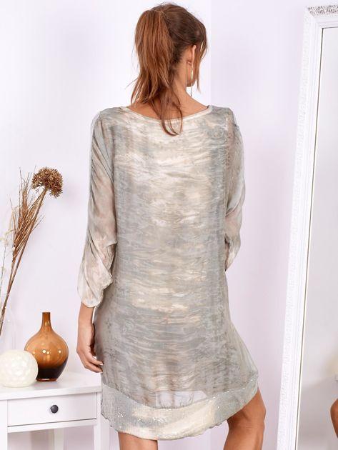 SCANDEZZA Khaki sukienka oversize z cekinami w malarski deseń                              zdj.                              3