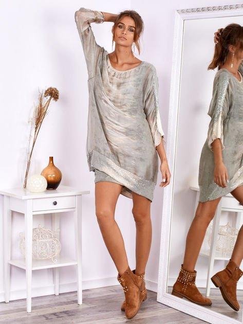 SCANDEZZA Khaki sukienka oversize z cekinami w malarski deseń                              zdj.                              1