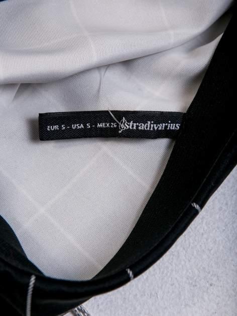 STRADIVARIUS Czarna kraciasta mini spódnica z falbaną                                  zdj.                                  3