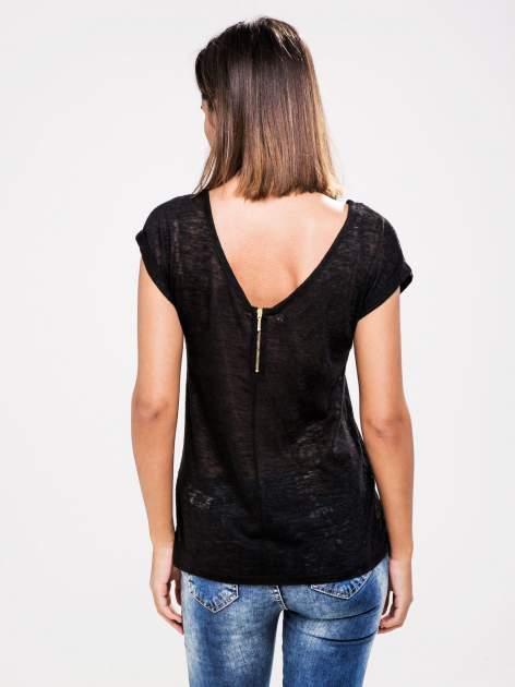 STRADIVARIUS Czarny półtransparentny t-shirt z podwijanymi rękawkami                                  zdj.                                  2
