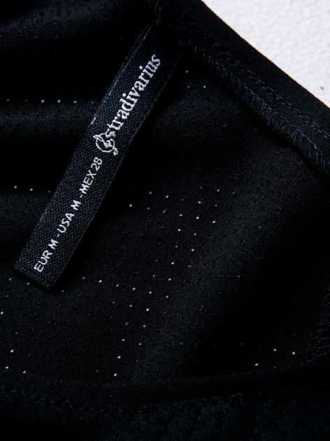 STRADIVARIUS Czarny t-shirt typu cropped z siateczki                                  zdj.                                  3