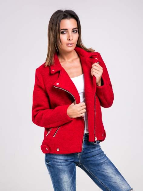 STRADIVARIUS Czerwona kurtka typu biker jacket z dzianiny                                  zdj.                                  1