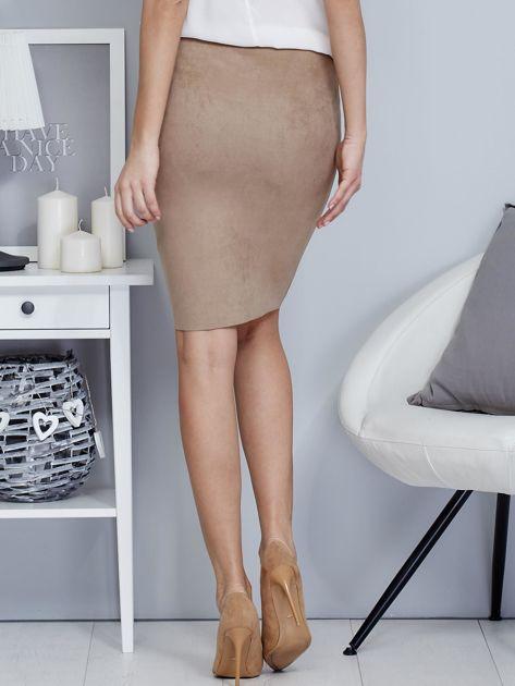 Spódnica beżowa z imitacji zamszu ze sznurowaniem                               zdj.                              2