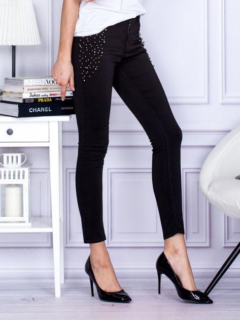 Spodnie czarne z ozdobnymi perełkami                                  zdj.                                  5
