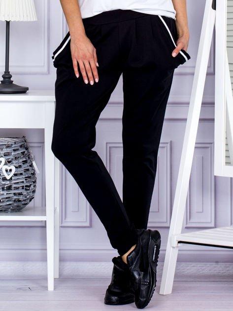 Spodnie damskie dresowe ze ściągaczami czarne                              zdj.                              1