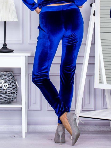 Spodnie dresowe welurowe z błyszczącymi kamyczkami niebieskie                                  zdj.                                  2