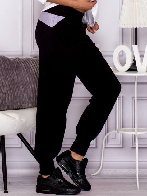 Spodnie dresowe z ozdobnym suwakiem czarne                                  zdj.                                  3