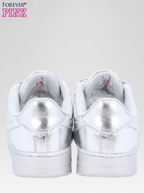 Srebrne buty sportowe faux leather Mousse na grubej podeszwie                                  zdj.                                  4