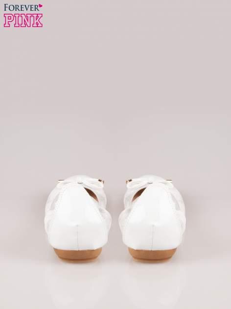 Srebrne pikowane baleriny na gumkę z lakierowanym noskiem                                  zdj.                                  3
