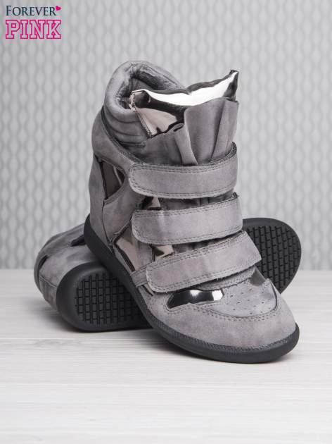 Srebrne zamszowe sneakersy damskie na rzepy Verity z lustrzanymi wstawkami                                  zdj.                                  4