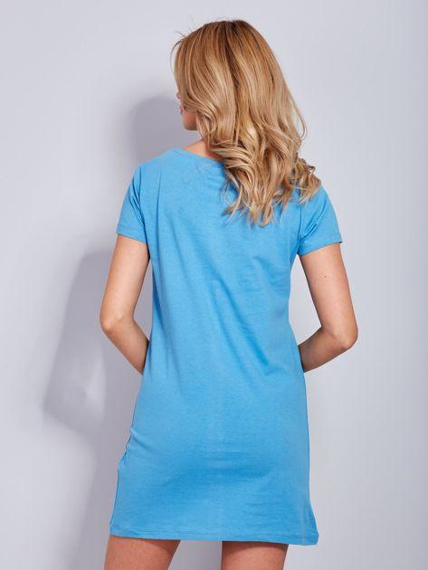 Sukienka niebieska bawełniana z nazwami miast                              zdj.                              3