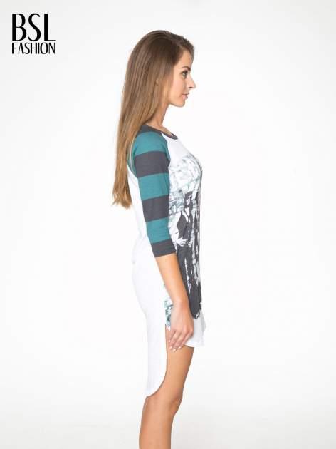 Sukienka z nadrukiem rockowym i reglanowymi rękawami w zielone paski                                  zdj.                                  3