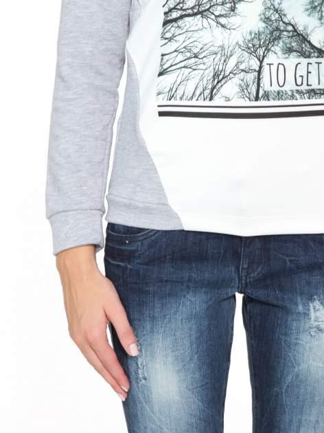Szara bluza dresowa z nadrukiem LET'S FIND SOME BEAUTIFUL PLACE TO GET LOST                                  zdj.                                  7