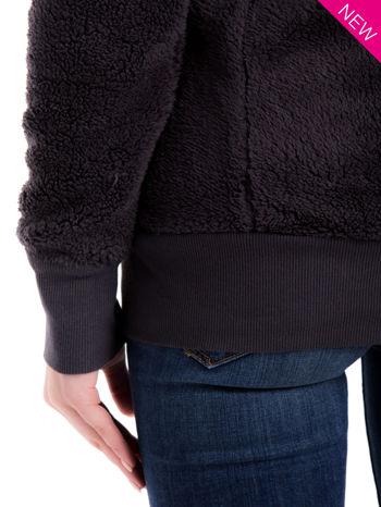 Szara bluza futerkowa z kapturem i rękawami z otworem na kciuk                                  zdj.                                  6