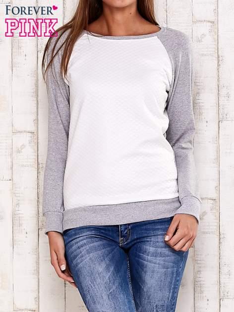 Szara bluza z białą pikowaną wstawką                                  zdj.                                  1