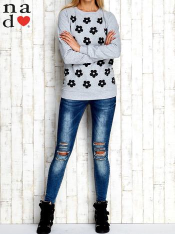 Szara bluza z nadrukiem kwiatów                                  zdj.                                  2