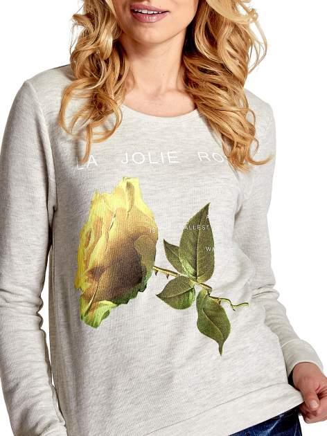 Szara bluza z nadrukiem róży                                  zdj.                                  5