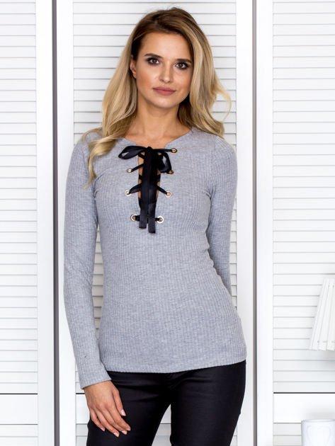 Szara bluzka damska ze sznurowanym dekoltem                               zdj.                              1
