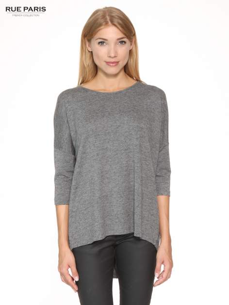 Szara bluzka oversize o obniżonej linii ramion