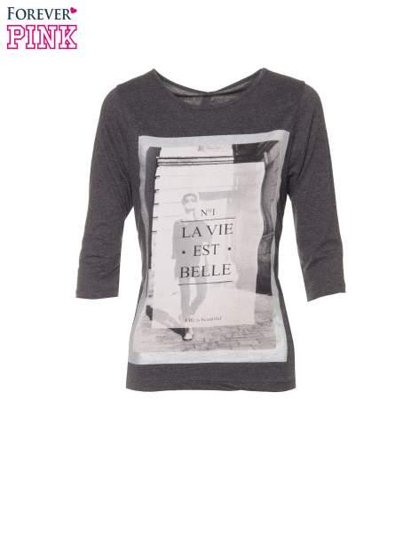 Szara bluzka w stylu fashion z nadrukiem LA VIE EST BELLE                                  zdj.                                  2