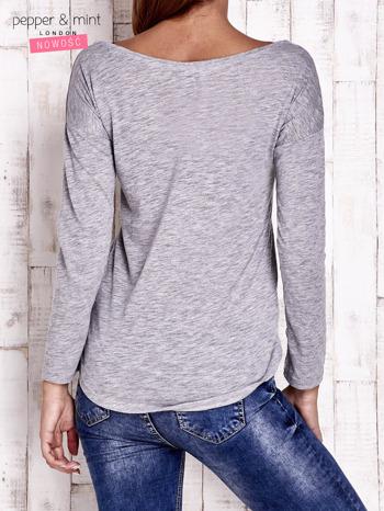 Szara bluzka z cekinową aplikacją                                  zdj.                                  2