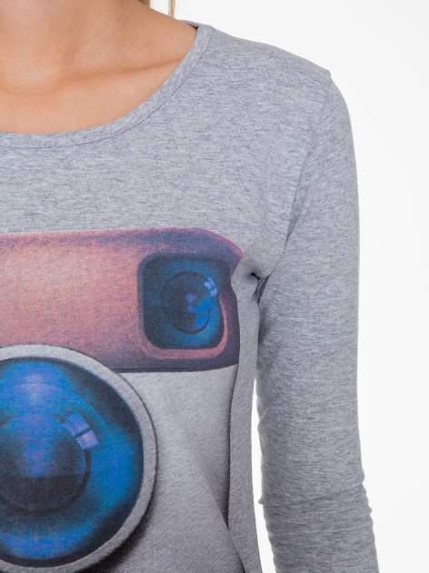 Szara bluzka z nadrukiem loga Instagrama                                  zdj.                                  5