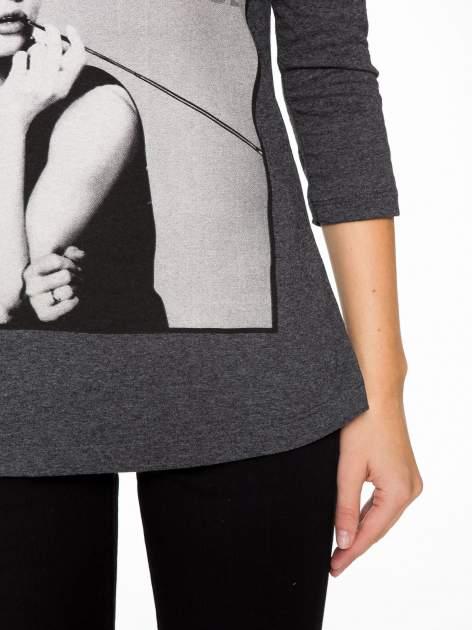 Szara bluzka z portretem Audrey Hepburn                                  zdj.                                  7