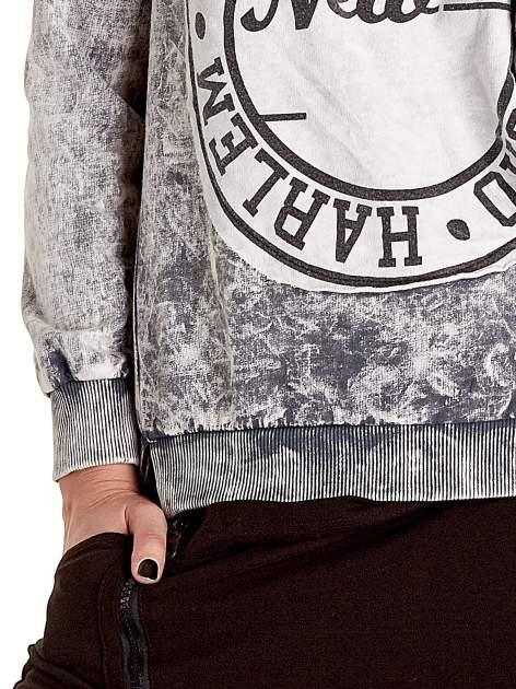 Szara dektyzowana bluza z nadrukiem SOHO HARLEM LITTLE CHINA                                  zdj.                                  5