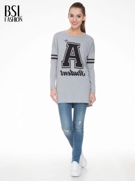 Szara dresowa bluza z literą A w stylu baseballowym                                  zdj.                                  1