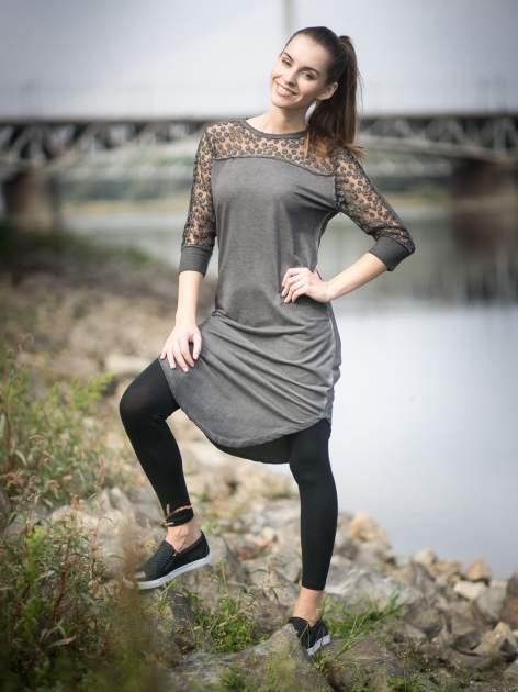 Szara dresowa sukienka z koronkowym karczkiem                                  zdj.                                  11