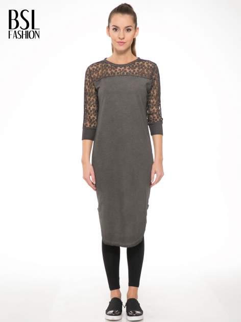 Szara dresowa sukienka z koronkowym karczkiem