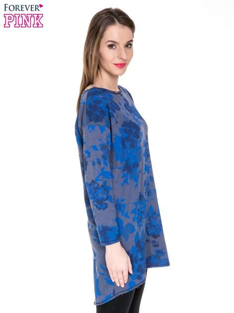 Szara dresowa sukienka z nadrukiem kwiatowym w kolorze niebieskim                                  zdj.                                  5
