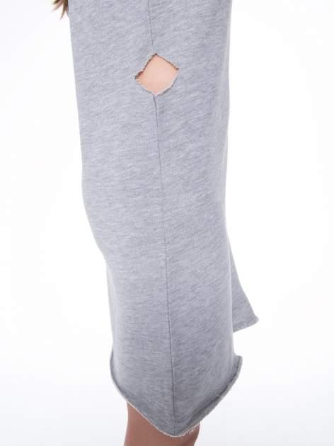Szara dresowa sukienka ze wstawkami ze skóry przy rękawach                                  zdj.                                  9