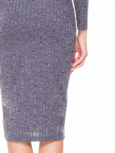 Szara dzianinowa sukienka w prążki z golfem                                  zdj.                                  7