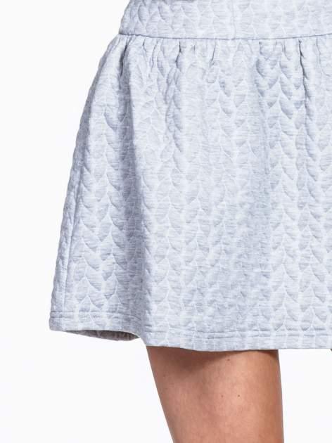Szara fakturowana sukienka z obniżoną talią                                  zdj.                                  7