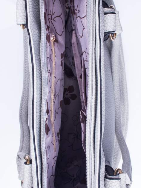 Szara fakturowana torebka z klamerkami                                  zdj.                                  4