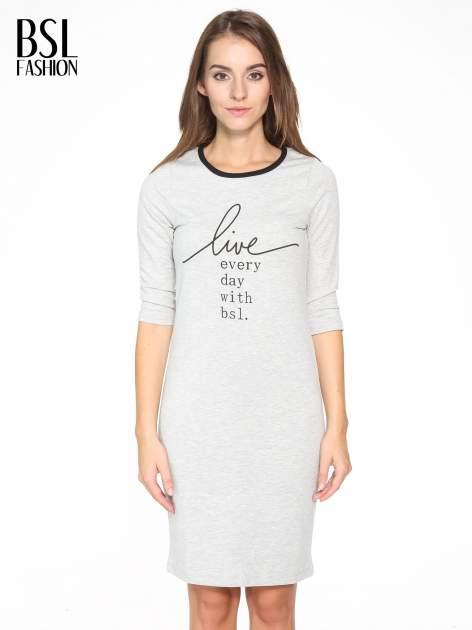 Szara prosta sukienka dresowa z napisem