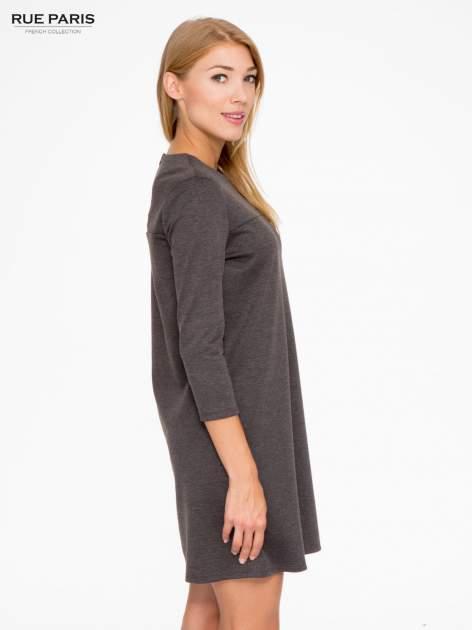 Szara prosta sukienka z rękawami 3/4                                  zdj.                                  3