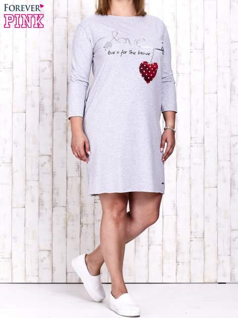 Szara sukienka dresowa z napisem LOVE PLUS SIZE                                  zdj.                                  2