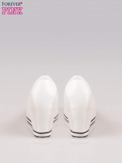 Szare casualowe koturny faux leather Whimsy z białą lamówką                                  zdj.                                  3
