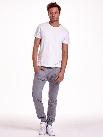 Szare gładkie spodnie męskie ze skórzanymi wstawkami                                  zdj.                                  4