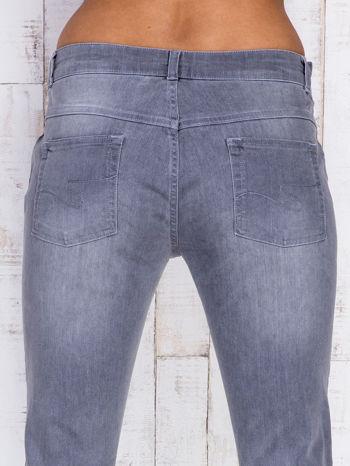 Szare jeansowe spodnie z przetarciami i na gumkę w pasie                                  zdj.                                  5