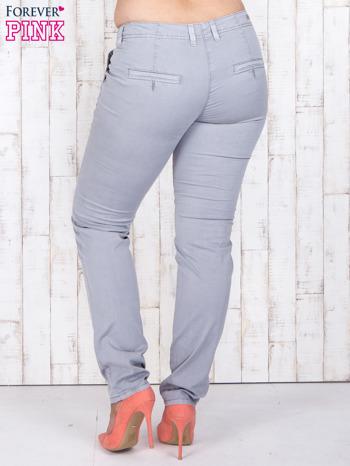 Szare materiałowe spodnie z przednimi kieszeniami PLUS SIZE                                  zdj.                                  2