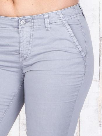 Szare materiałowe spodnie z przednimi kieszeniami PLUS SIZE                                  zdj.                                  4