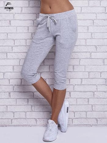 Szare melanżowe spodnie capri z bocznymi kieszeniami                                  zdj.                                  1