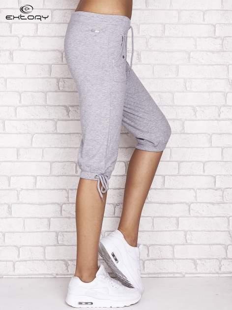 Szare spodnie dresowe capri z napami                                  zdj.                                  2
