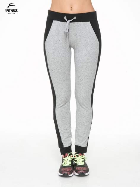 Szare spodnie dresowe damskie z kontrastowymi lampasami po bokach                                  zdj.                                  1