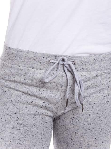 Szare spodnie dresowe wiązane w pasie                                  zdj.                                  5