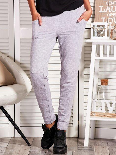 Szare spodnie dresowe z kontrastowymi wstawkami                                  zdj.                                  1