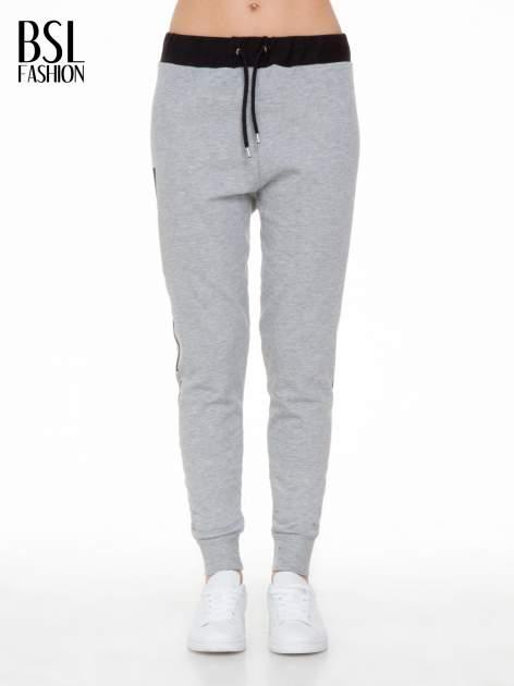 Szare spodnie dresowe z nadrukiem WHY NOT z boku nogawek